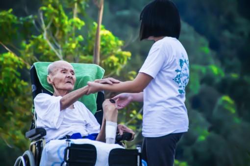 Les points forts et les points faibles de choisir des soins à domicile